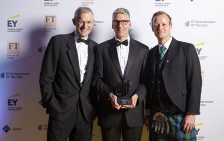 photo of David Venables, Synpromics CEO holding award and pictured with Jeremy Vine and Mike Timmins Leader of EY Entrepreneur Of The Year in Scotland - image credit EY Entrepreneur Of The Year 2018